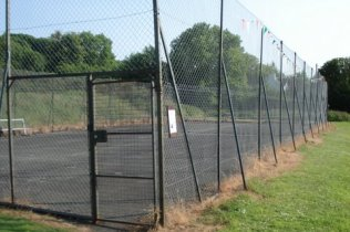 Dinas tennis court
