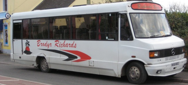 Brodyr Richards bus in Dinas