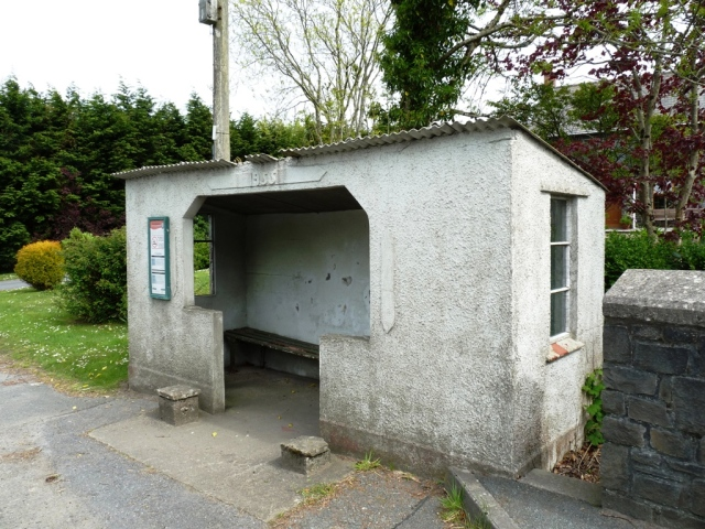 Bus Shelter Dinas Yet yr Bontpren