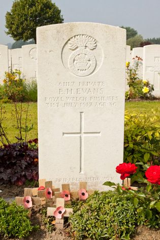 The grave of Hedd Wyn (Artillery Wood Cemetery, Boezinge, Belgium)