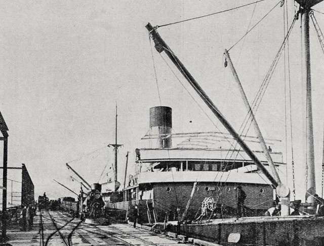 The SS Den of Ruthven unloading a cargo of Oregon Pine at the New Railway Wharf, Aukland, New Zealand. (Photo courtesy of Sir George Grey Special Collections, Auckland Libraries.)