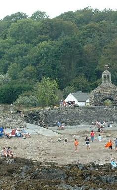 Cwm yr Eglwys sea wall copyright Chris Shaw