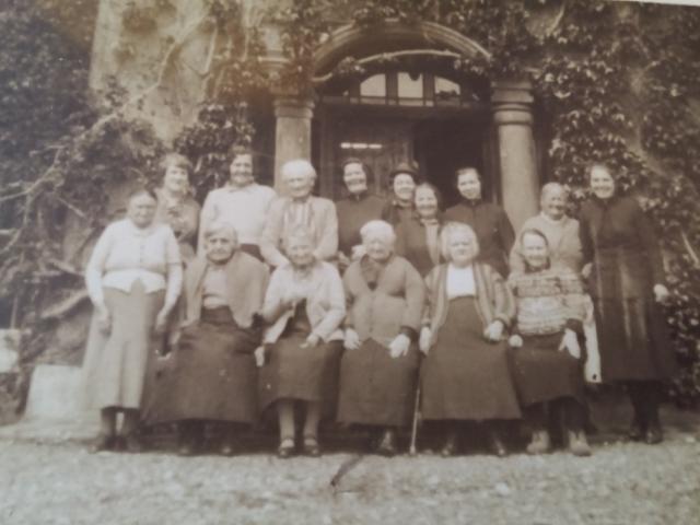 Llwyngwair ladies big group